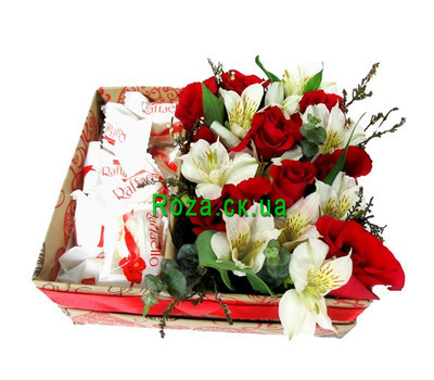 """""""Box with flowers and rafaello"""" in the online flower shop roza.ck.ua"""