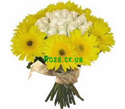"""""""An unusual bouquet of roses and gerberas"""" in the online flower shop roza.ck.ua"""