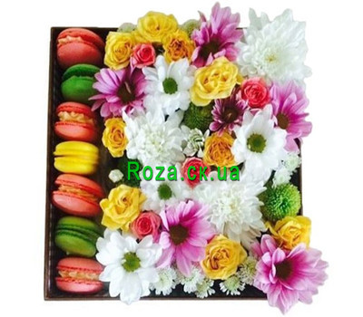 """Bouquet in a square box with macarons"" in the online flower shop roza.ck.ua"