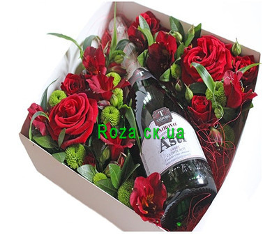 """Flowers and champagne in a box"" in the online flower shop roza.ck.ua"