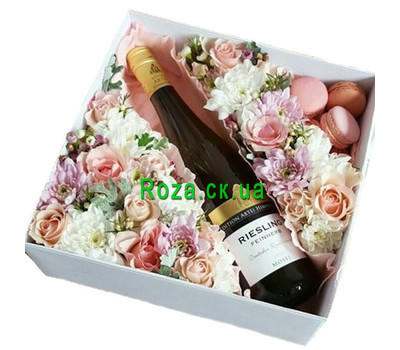 """Flowers, wine and macarons in a box"" in the online flower shop roza.ck.ua"
