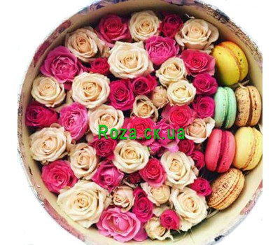 """Arrangement of roses and Macarons in a round box"" in the online flower shop roza.ck.ua"