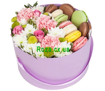 """Box with flowers and macarons"" in the online flower shop roza.ck.ua"