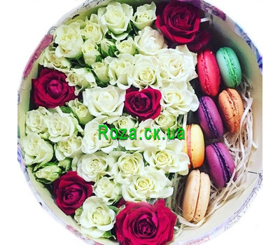 """Round box with roses and macarons"" in the online flower shop roza.ck.ua"