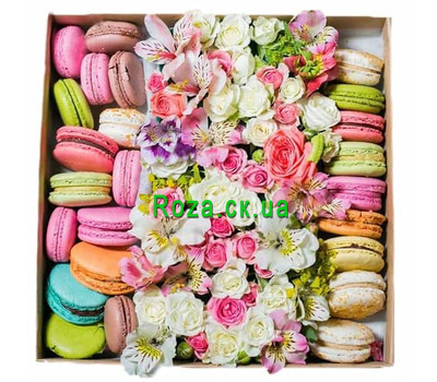 """Mix of flowers in a square box with macarons"" in the online flower shop roza.ck.ua"