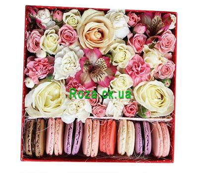 """Нежная Flower Box c Macarons"" in the online flower shop roza.ck.ua"
