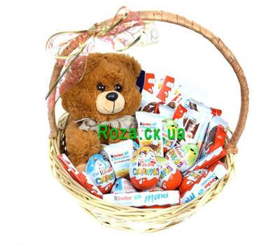 """""""Корзина со сладостями Kinder"""" в интернет-магазине цветов roza.ck.ua"""