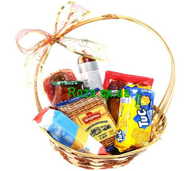 """""""A small basket of food"""" in the online flower shop roza.ck.ua"""