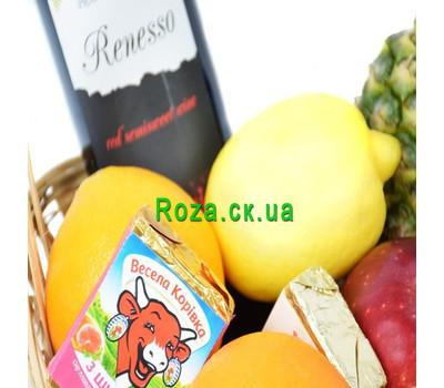 """""""Подарочная корзина с фруктами, вином и сырком"""" в интернет-магазине цветов roza.ck.ua"""