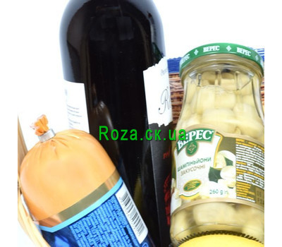 """Gift basket with products 3"" in the online flower shop roza.ck.ua"