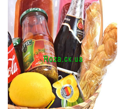 """""""Festive basket of champagne products 2"""" in the online flower shop roza.ck.ua"""
