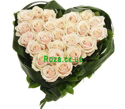 """""""Heart-shaped composition of cream roses"""" in the online flower shop roza.ck.ua"""