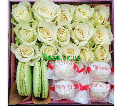 """""""Box with roses and sweets"""" in the online flower shop roza.ck.ua"""