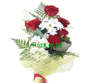 """A small bouquet of roses and chrysanthemums"" in the online flower shop roza.ck.ua"