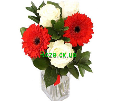 """A small bouquet of flowers"" in the online flower shop roza.ck.ua"