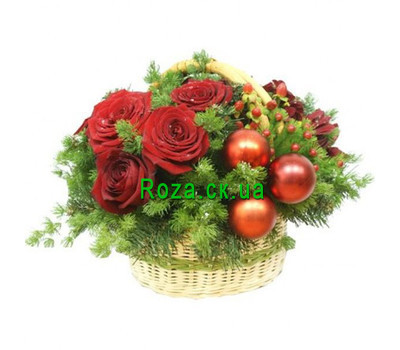 """""""Christmas basket with flowers"""" in the online flower shop roza.ck.ua"""