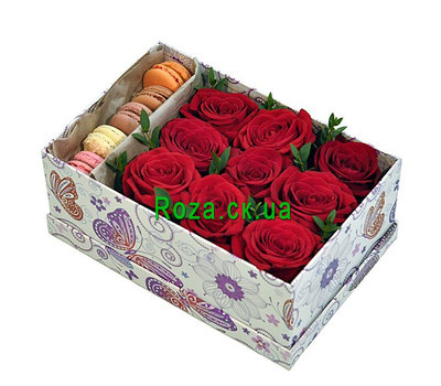 """Roses with macaroons"" in the online flower shop roza.ck.ua"