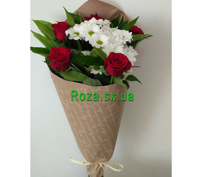 """""""Small bouquet of roses and chrysanthemums 1"""" in the online flower shop roza.ck.ua"""