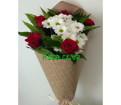 """""""Small bouquet of roses and chrysanthemums 2"""" in the online flower shop roza.ck.ua"""