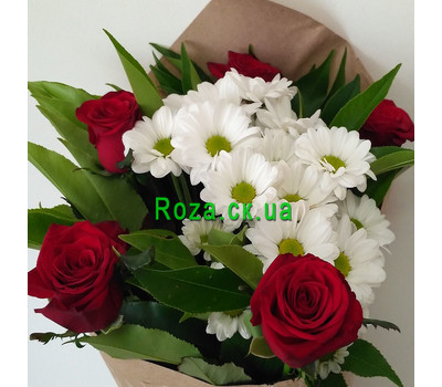 """""""Small bouquet of roses and chrysanthemums 3"""" in the online flower shop roza.ck.ua"""