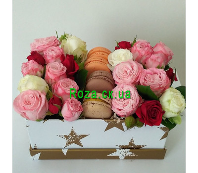 """""""Mini box with roses and pastries 1"""" in the online flower shop roza.ck.ua"""