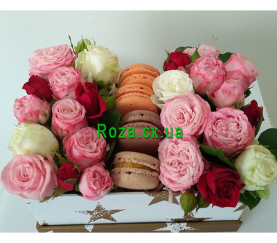 """""""Mini box with roses and pastries 2"""" in the online flower shop roza.ck.ua"""