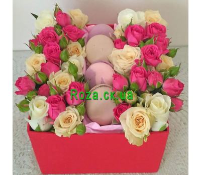 """""""Mini box with roses and pastries 3"""" in the online flower shop roza.ck.ua"""