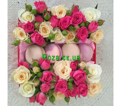 """""""Mini box with roses and pastries 4"""" in the online flower shop roza.ck.ua"""