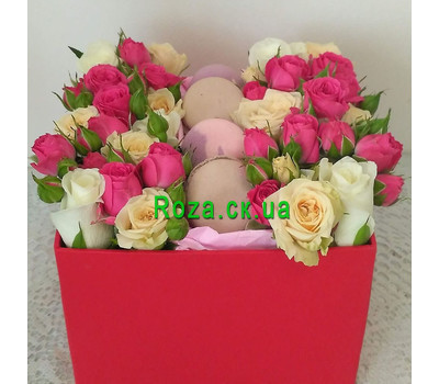 """""""Mini box with roses and pastries 5"""" in the online flower shop roza.ck.ua"""