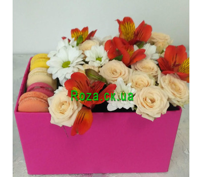 """Delicate Flowers and Macarons 1"" in the online flower shop roza.ck.ua"