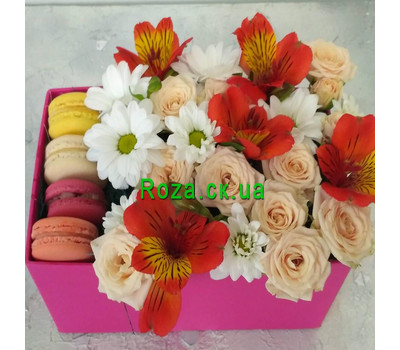 """Delicate Flowers and Macarons 2"" in the online flower shop roza.ck.ua"