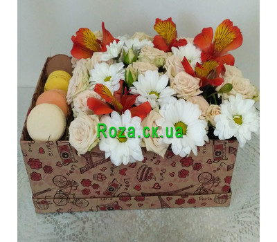 """Delicate Flowers and Macarons 6"" in the online flower shop roza.ck.ua"