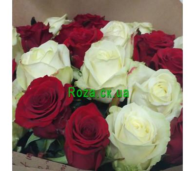 """""""Букет червоних і білих троянд - вид 2"""" в интернет-магазине цветов roza.ck.ua"""