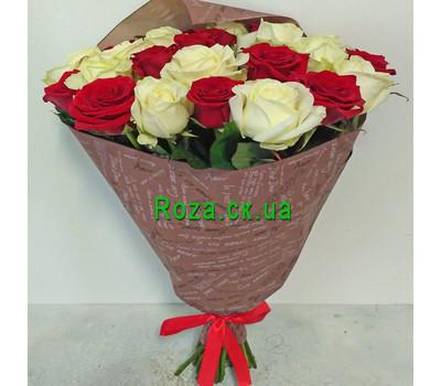 """""""Букет червоних і білих троянд - вид 3"""" в интернет-магазине цветов roza.ck.ua"""
