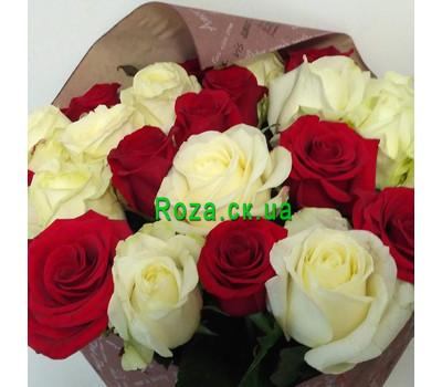 """""""Букет червоних і білих троянд - вид 5"""" в интернет-магазине цветов roza.ck.ua"""