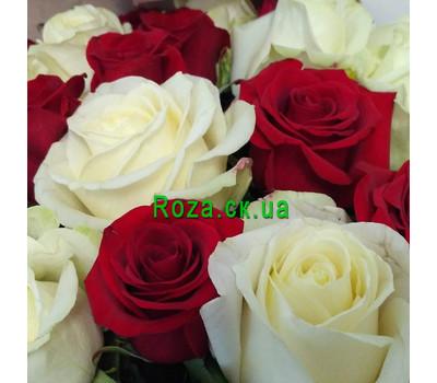 """""""Букет червоних і білих троянд - вид 6"""" в интернет-магазине цветов roza.ck.ua"""