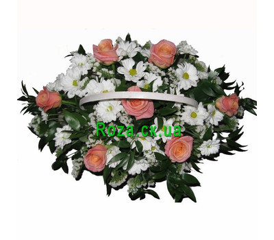 """""""Basket of flowers from roses and chrysanthemums"""" in the online flower shop roza.ck.ua"""